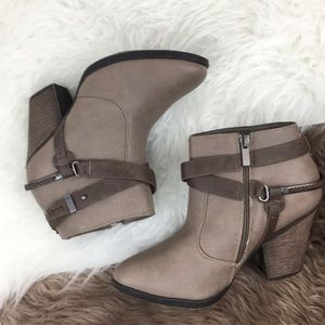 Dollhouse booties boots shoes heel size 8.5 brown